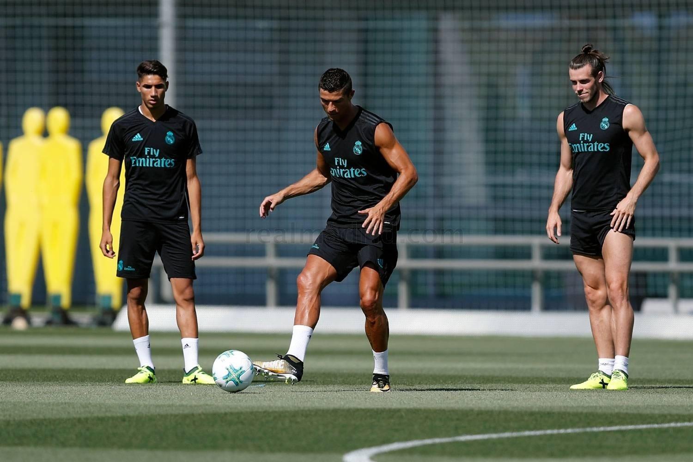 Cristiano Ronaldo volta aos treinos com o Real Madrid