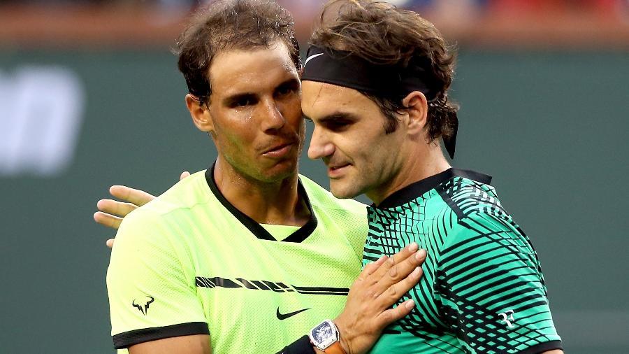 Rafael Nadal e Roger Federer se cumprimentam no Masters 1000 de Indian Wells - Matthew Stockman/Getty Images