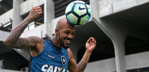O volante Bruno Silva em treino do Botafogo