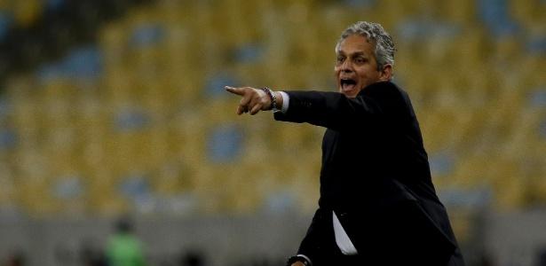 Reinaldo Rueda orienta o Flamengo no Maracanã