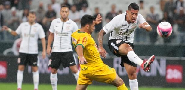 Ralf em ação pelo Corinthians no primeiro jogo após seu retorno inesperado