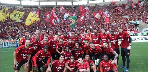 Jogadores do Flamengo posam em treino aberto do Maracanã, em abril - Gilvan de Souza/ Flamengo