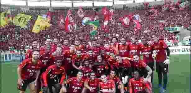 59c2f2cdcb Fla se emociona com povo no Maracanã