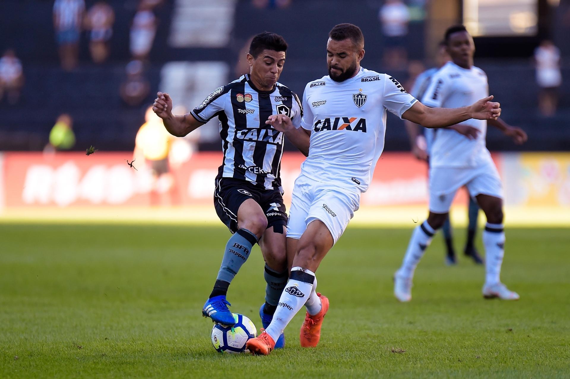 e0875451d4803 Atlético-MG vence Botafogo por 3 a 0 no Rio e se aproxima do G-4 -  19 08 2018 - UOL Esporte