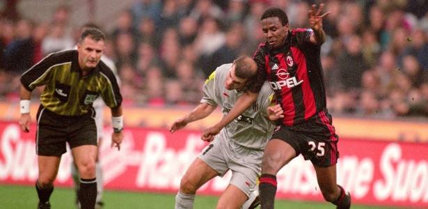 Roque Júnior fez parte do elenco que venceu a Juventus na final da Liga dos Campeões de 2003 - Claudio Villa-Grazia Neri/Getty Images