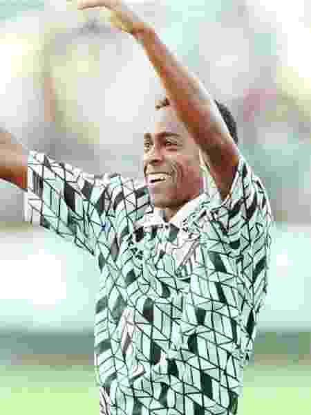 """Atacante Ronaldo Alfredo comemora gol do Bragantino em  1997. Com o uniforme """"clássico"""" - Evelson de Freitas/Folhapress"""