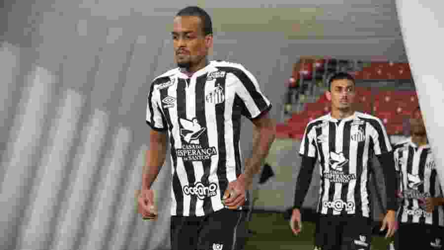Luiz Felipe entrando em campo no Beira-Rio para Internacional x Santos - Divulgação/Santos FC