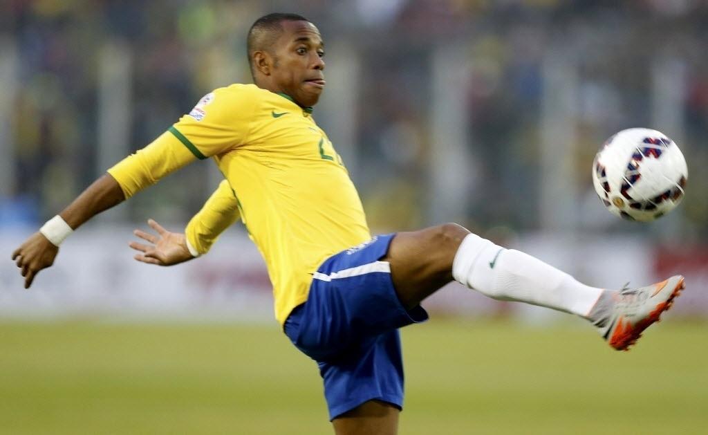 Titular contra Venezuela, Robinho domina a bola para o Brasil na Copa América
