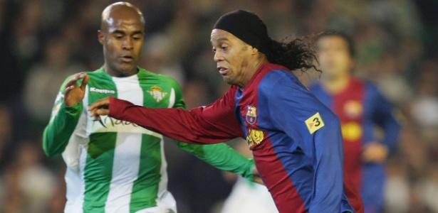 Marcos Assunção e Ronaldinho em duelo Barça x Betis