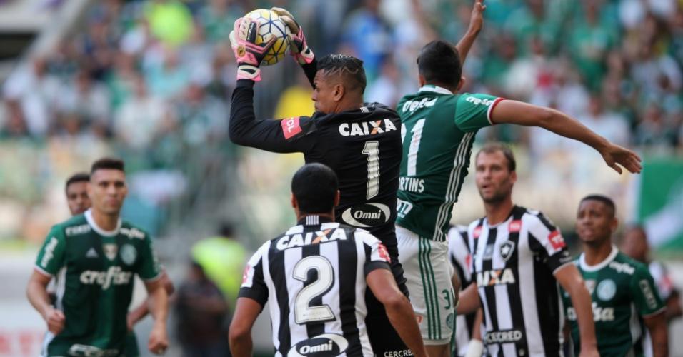 Sidão sai para fazer defesa na partida Palmeiras x Botafogo pelo Campeonato Brasileiro