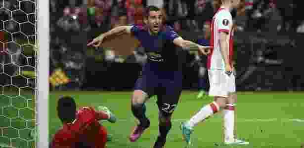 Mkhitaryan comemora o segundo gol do United contra o Ajax - Julian Finney/Getty Images - Julian Finney/Getty Images