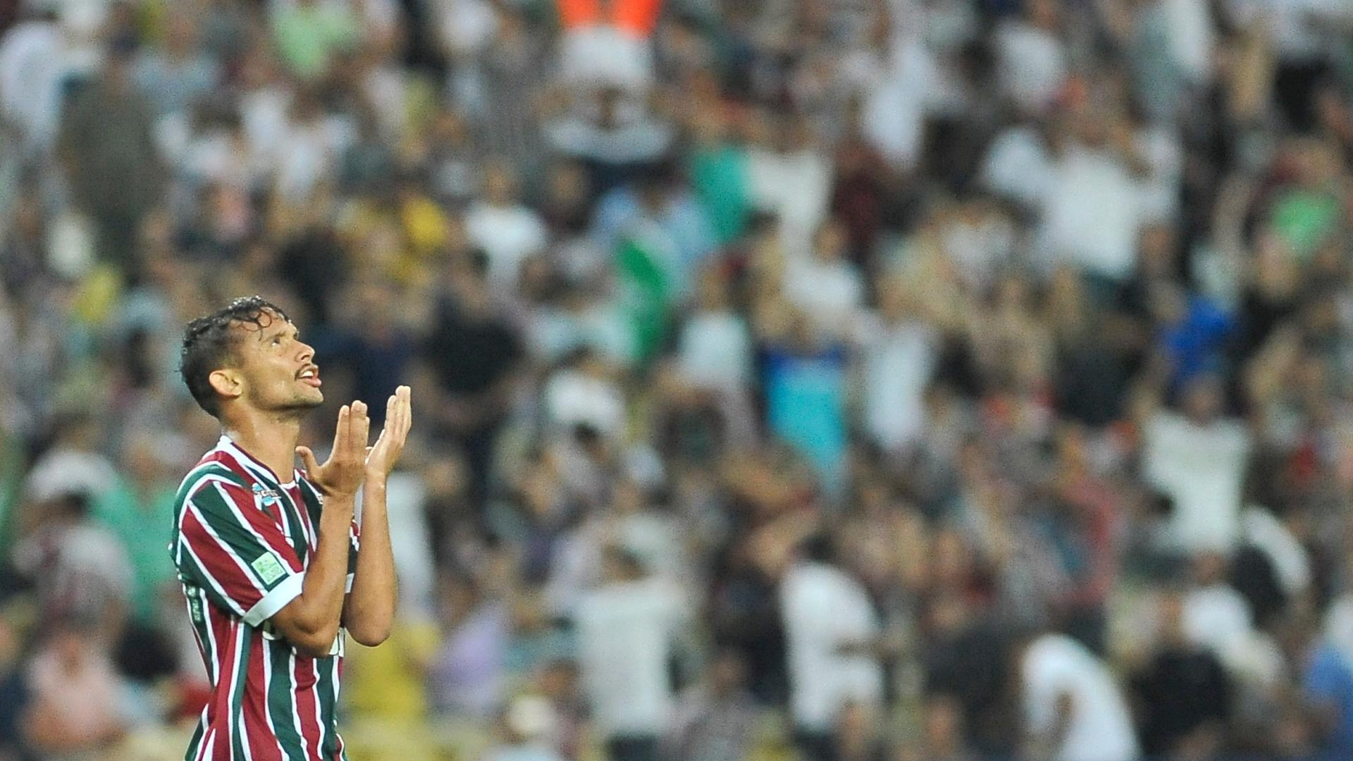 Gustavo Scarpa durante o duelo do Fluminense contra o Atlético-PR no Maracanã