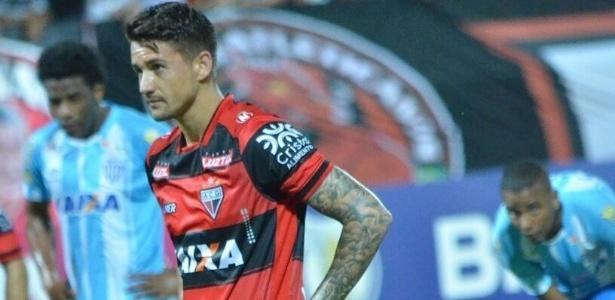Everaldo deixa o Atlético-GO com cinco gols marcados no Brasileiro