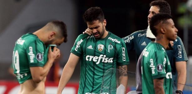 Jogadores do Palmeiras lamentam eliminação nos pênaltis contra o Barcelona-EQU
