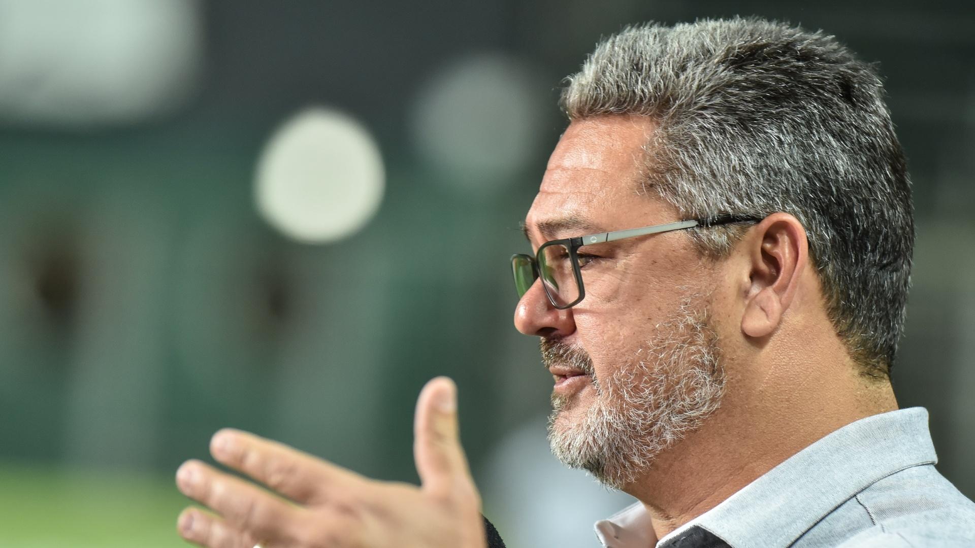 Rogério Micale comanda o Atlético-MG na partida contra o Vitória