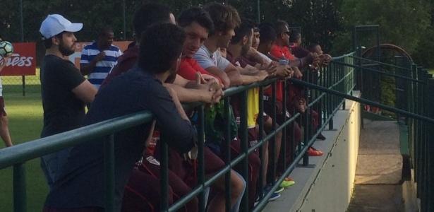 Jogadores do São Paulo observaram a chegada de Temer; Hernanes seguiu treinando