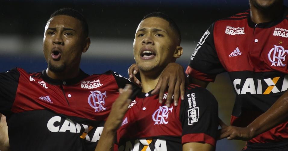 Vitor Gabriel comemora gol do Flamengo sobre o Avaí