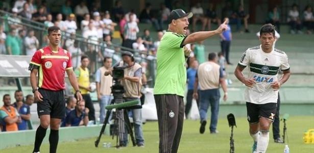 Sandro Forner também estreou como técnico do profissional do Coxa