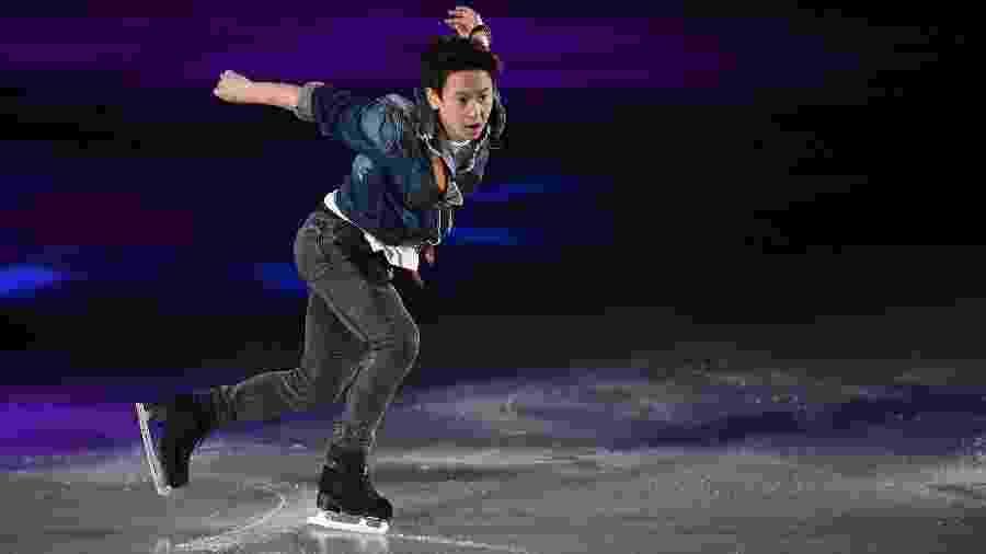 Denis Ten em ação durante evento de patinação em 2015 - Atsushi Tomura/Getty Images