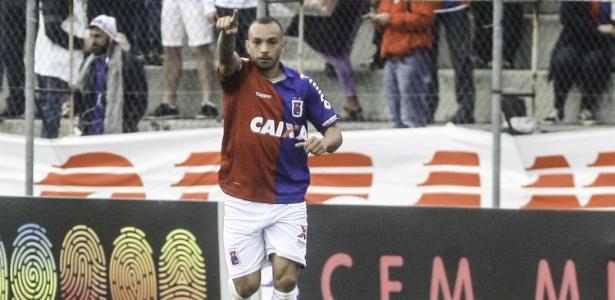 Vitória contra o América-MG foi a última do Paraná no Brasileirão, ainda no primeiro turno