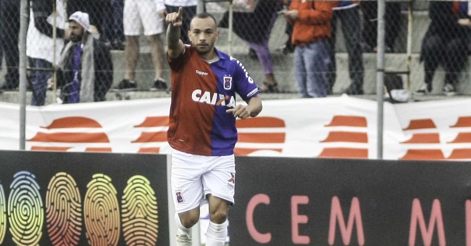 Rodolfo comemora gol do Paraná contra o América-MG 4b7a5990c0298