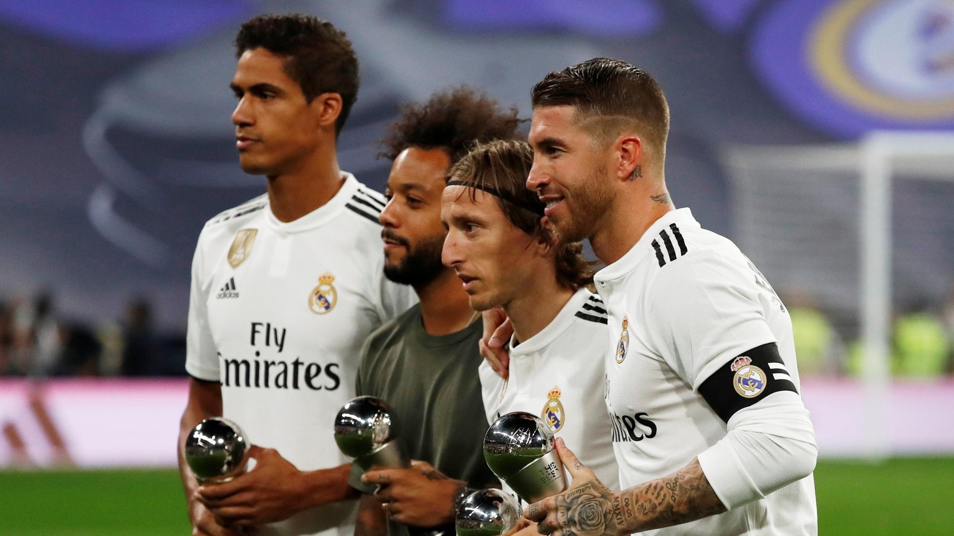 Melhores da temporada exibem troféus antes do clássico em Madri