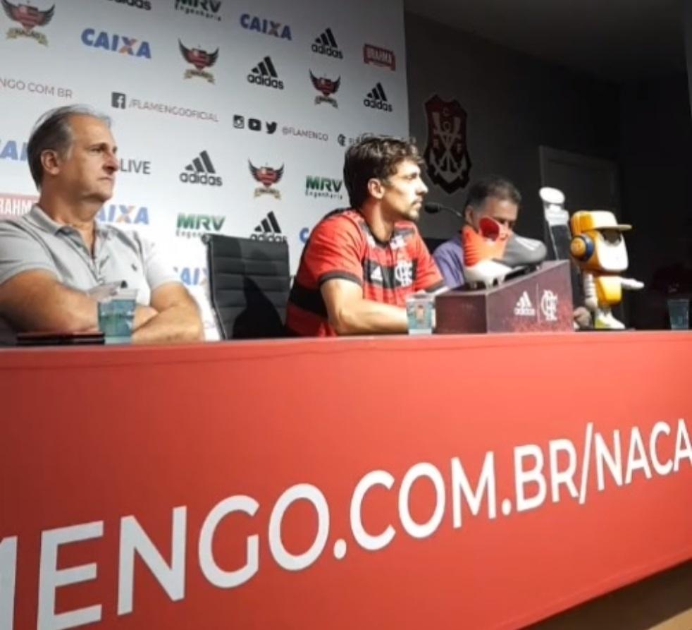 Passe e consistência  os números de Rodrigo Caio em seu início no Fla -  13 01 2019 - UOL Esporte 5a26f9444d906