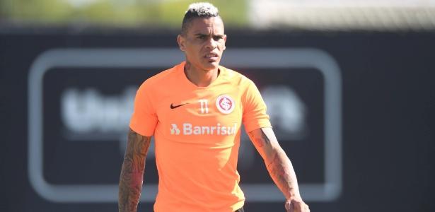 Jonatan Alvez durante treinamento do Internacional em Porto Alegre - Ricardo Duarte/Inter