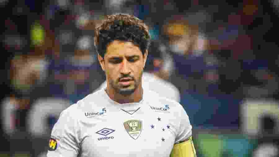 Léo se recupera de um desgaste muscular e não deve jogar em Maceió. Companheiro Dedé também é dúvida - Vinnicius Silva/Cruzeiro