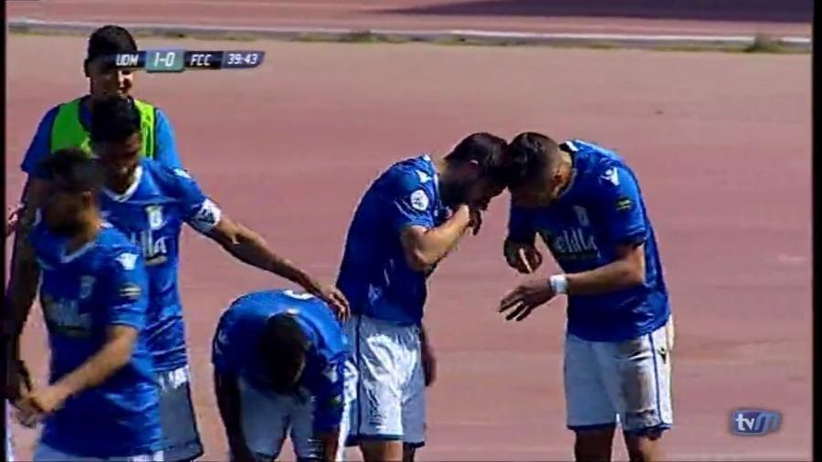 Jogadores do Melilla fazem menção a cheirar cocaína em celebração de gol na Espanha - Reprodução