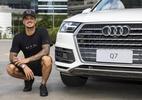 """Medina ganha carros de luxo e brinca: """"Como motorista sou ótimo surfista"""" - Divulgação"""