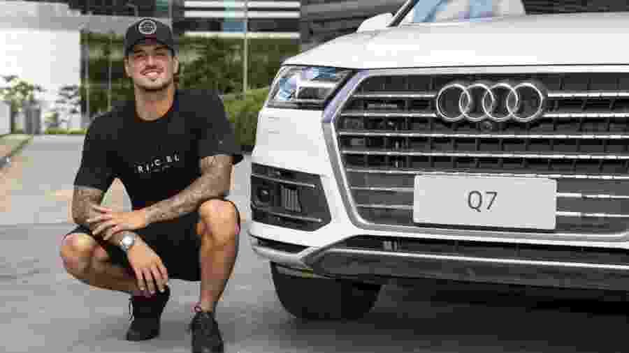 Gabriel Medina ganhou dois carros de sua patrocinadora - Divulgação