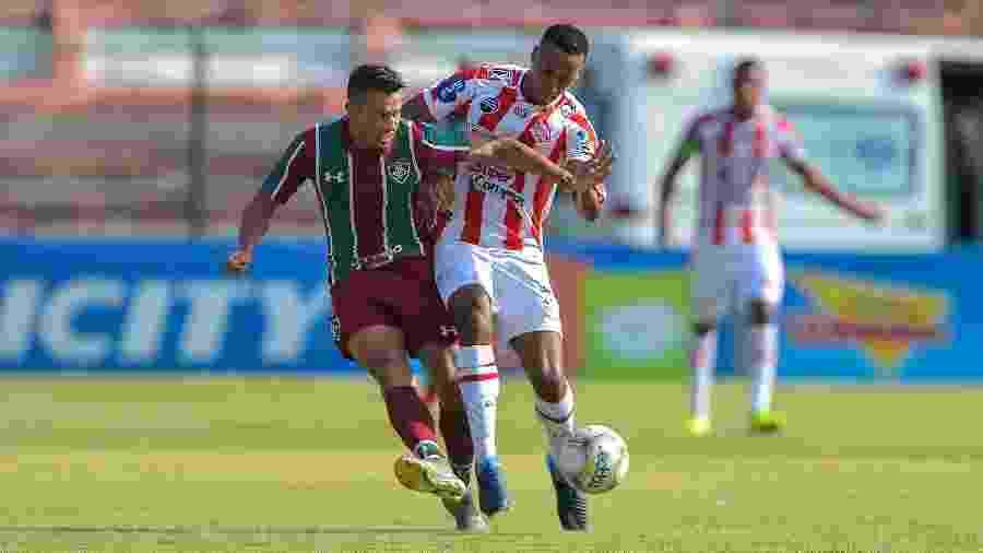 Henrique iniciou a temporada como titular, mas perdeu espaço e hoje é reserva do Fluminense - Thiago Ribeiro/AGIF