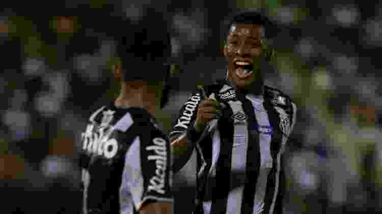 Arthur Gomes comemora gol pelo Santos - Rebeca Reis/AGIF - Rebeca Reis/AGIF