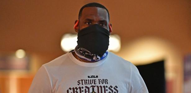 NBA alerta times e poderá punir jogadores que não usam máscara, diz jornal