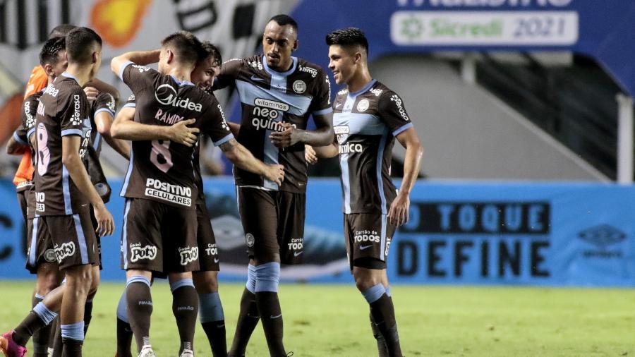 Jogadores do Corinthians comemoram gol de Lucas Piton na partida contra o Santos - Rodrigo Coca/Agência Corinthians