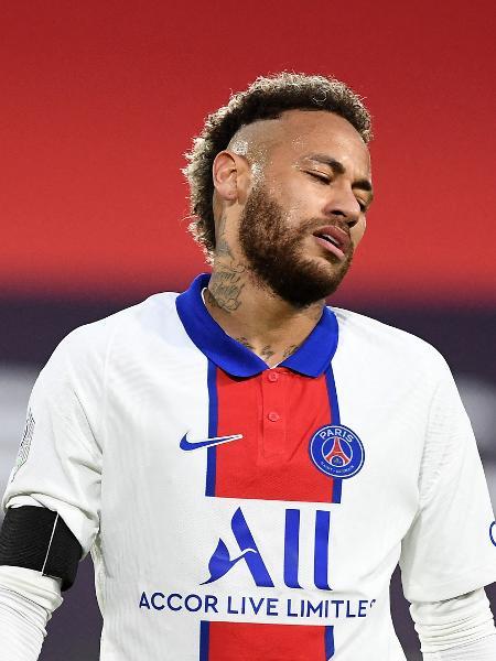 Neymar em campo durante o empate entre PSG e Rennes - FRED TANNEAU/AFP