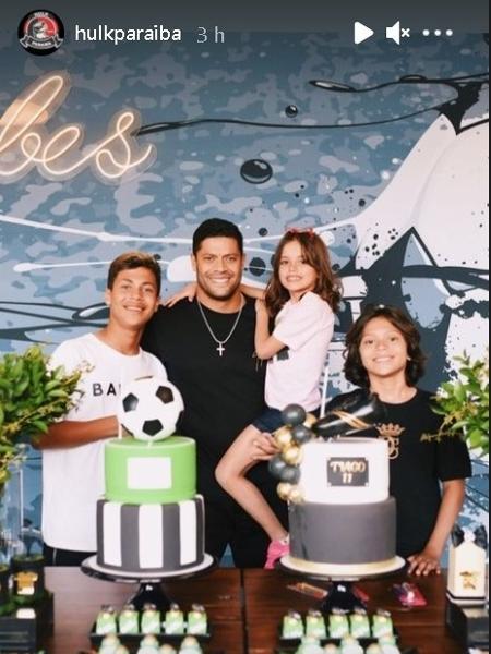 Hulk com os filhos no aniversário de Tiago e Ian - Reprodução