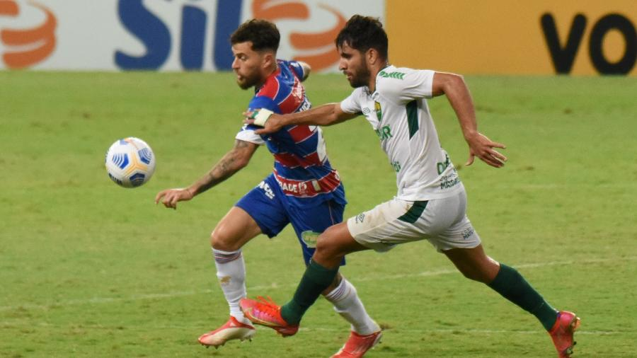 Lucas Lima disputa com Pepê em Fortaleza x Cuiabá pelo Brasileirão - CAIO ROCHA/FRAMEPHOTO/FRAMEPHOTO/ESTADÃO CONTEÚDO