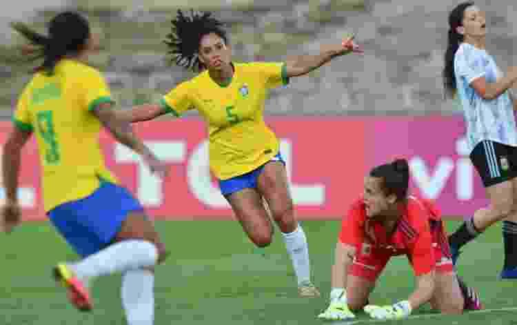 Lateral Yasmim estreou pela seleção com gol e assistência - Josemar Gonçalves/AGIF - Josemar Gonçalves/AGIF