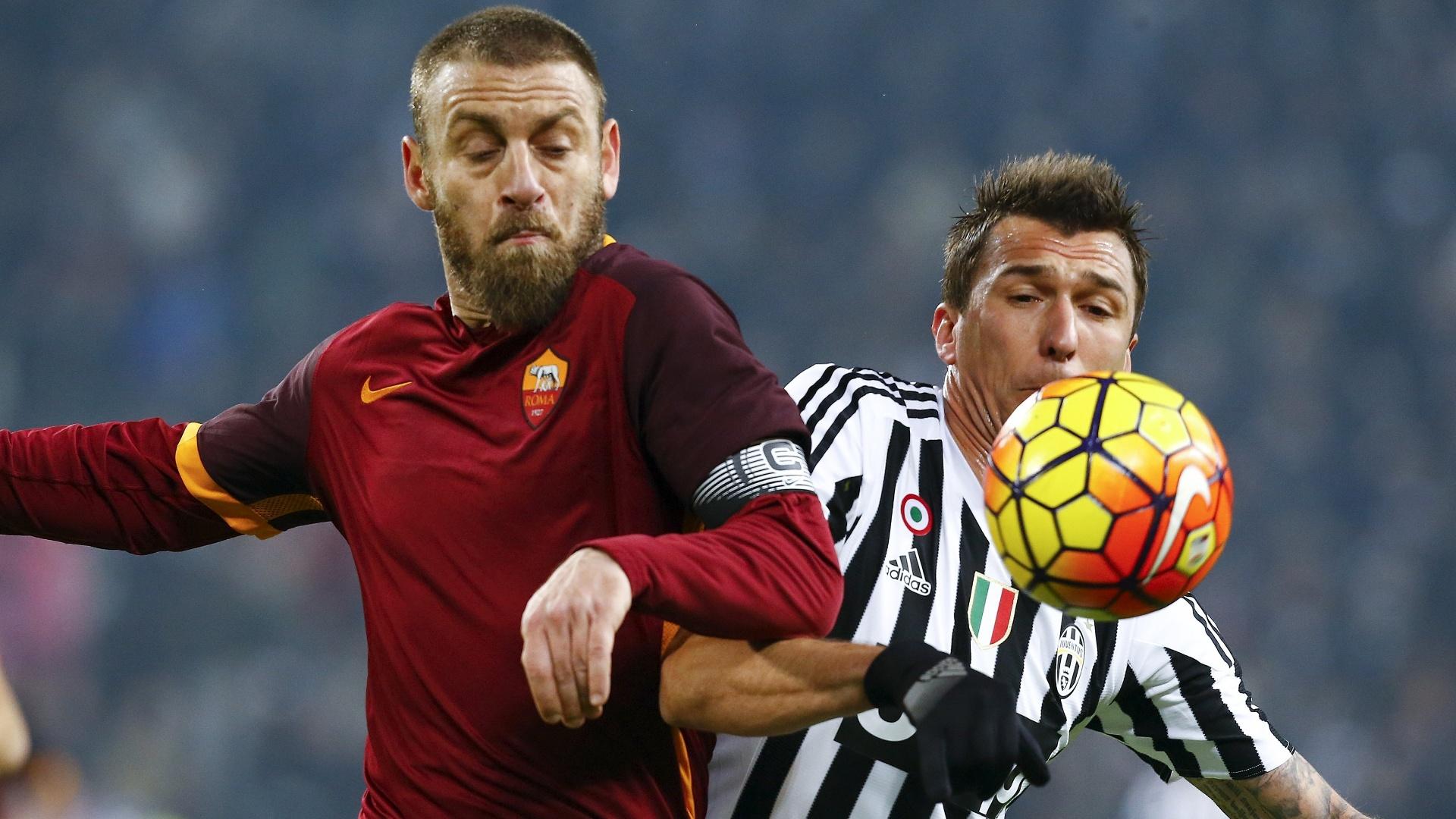 De Rossi se desentendeu com Mandzukic durante a partida entre Roma e Juventus