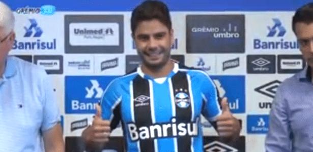 Henrique Almeida é apresentado como jogador do Grêmio