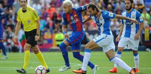 Neymar recebeu 10 faltas em dois jogos do Barcelona no Espanhol
