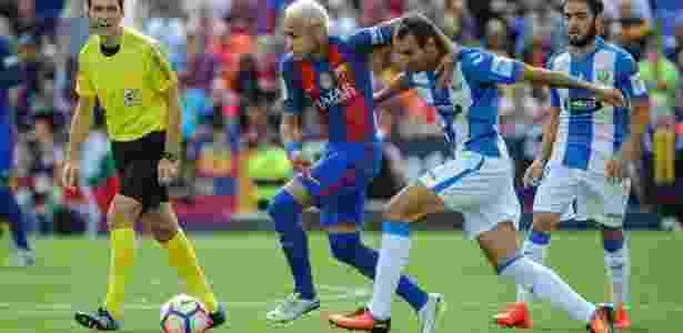 Neymar recebeu 10 faltas em dois jogos do Barcelona no Espanhol - PEDRO ARMESTRE/AFP