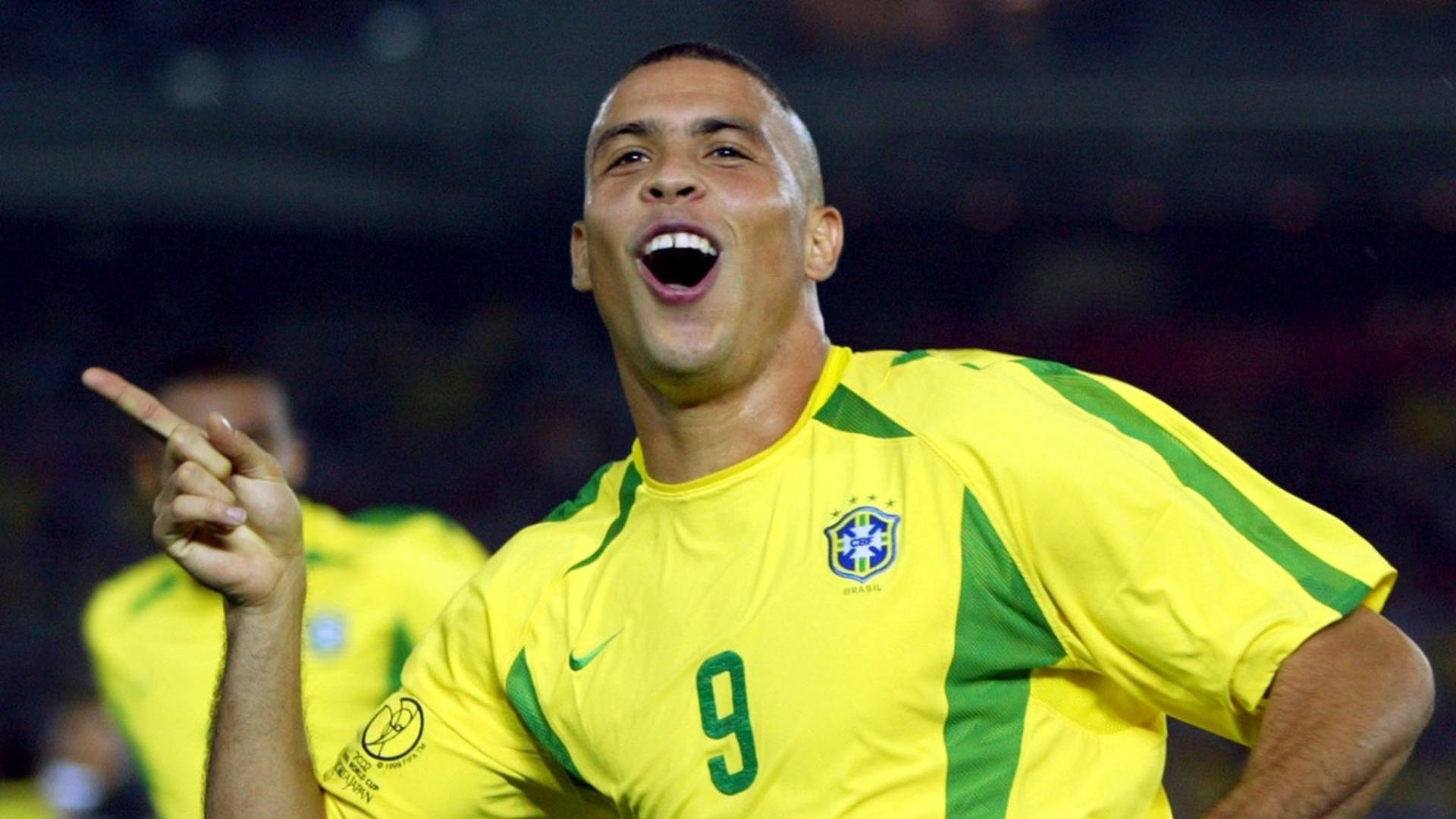 Ronaldo comemora o gol marcado contra a Alemanha na final da Copa do Mundo de 2002