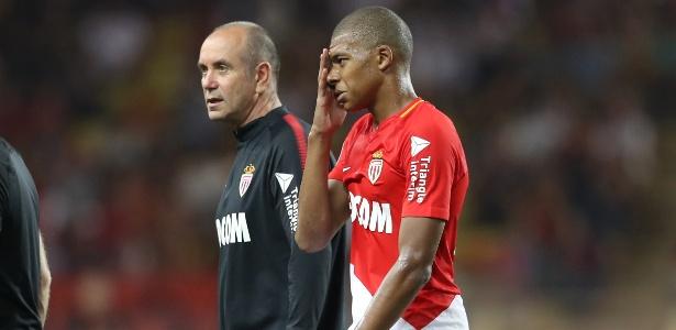 Mbappé deixou jogo do Monaco após tomar pancada no joelho