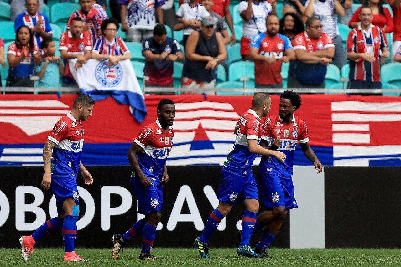 Jogadores do Bahia comemoram gol marcado por Renê Junior contra o Botafogo