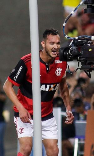 Réver faz dedicatória ao marcar para o Flamengo contra o Fluminense