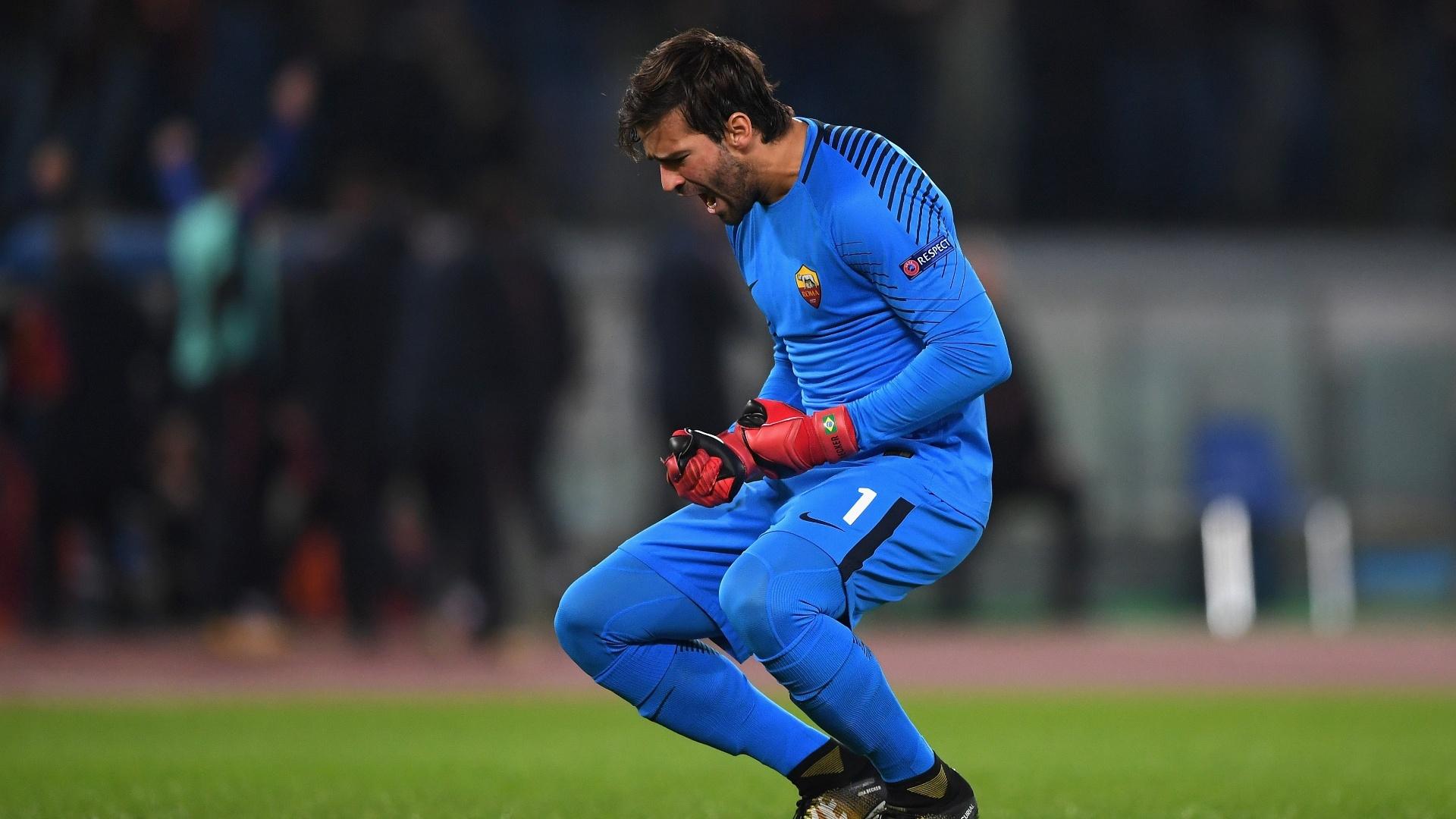 Alisson comemora gol da Roma contra o Chelsea