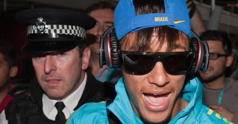 Neymar chega a Londres para a disputa da Olimpíada de 2012